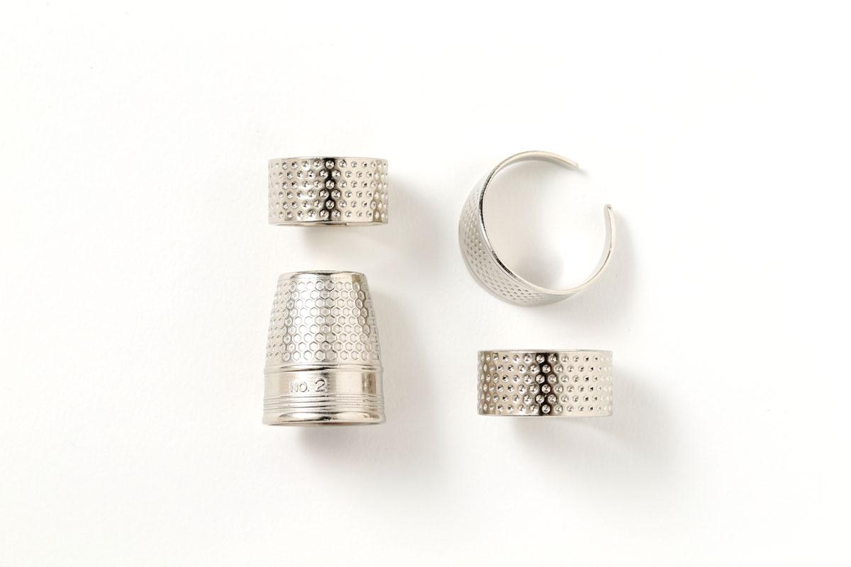 指貫(ゆびぬき)|効率よく仕事をするため、針で指を傷つけないようにするためのものなのです。