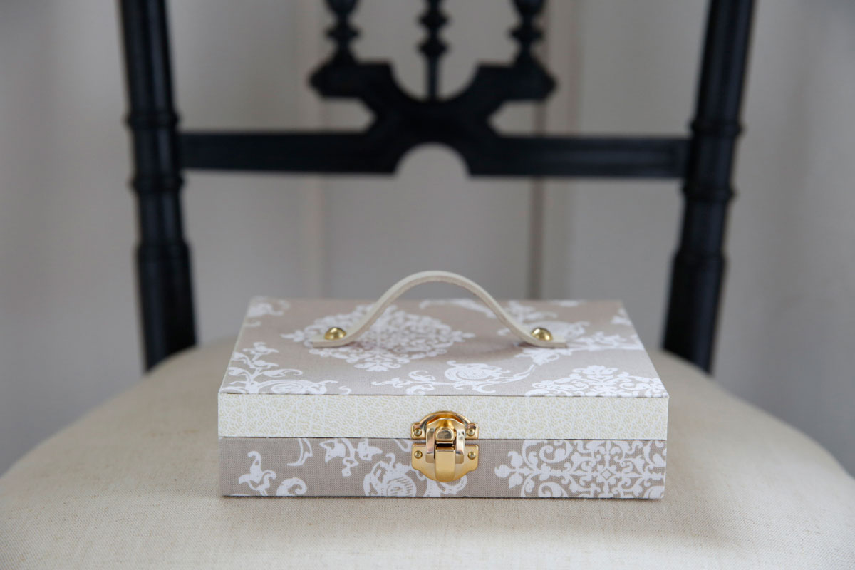 カルトナージュ|厚紙に紙や布を貼って仕上げる、ヨーロッパで生まれた美しい伝統工芸。講師:松岡育子さん(haco*rica)