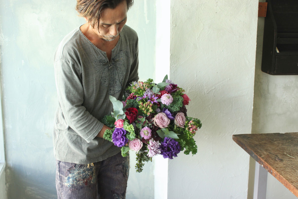 花とアンティークと 第5回(後編)|秋の花の代表格といえば、菊。仏花のイメージを一新させる、花と器の選び方とは? by フラワーノリタケ&Tisane Infusion