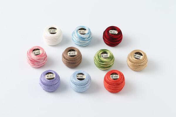 刺繍糸(2)|コットンパールはハーダンガーやスタンプワークに、アブローダーはカットワークやフランス刺繡と、刺繡によって使い分けています。