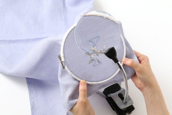 ルーペ|洋裁とフリーステッチはおもに老眼鏡、クロスステッチやレース編みなどはルーペと使い分けています。