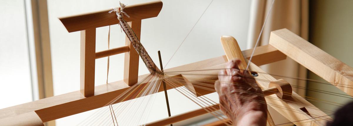 多田牧子さん(後編)|丸台に高台。そして「組ひもディスク」と「組ひもプレート」。使う道具が、作品の可能性を広げてくれる