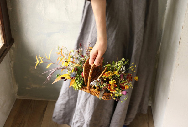花とアンティークと 第3回(後編)|秋の草花をかごや雑器に生ける フラワーノリタケ&Tisane infusion