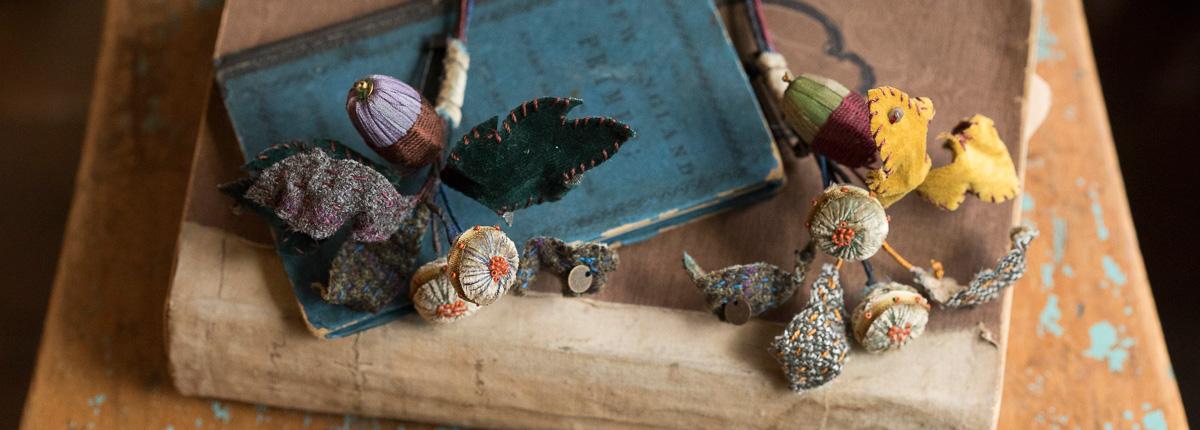 アート刺繍(後編)|英国王立刺繍学校で学んだゴールドワークに立体刺繡を組み合わせ、しなやかに暮らしを彩る。講師:倉富喜美代さん