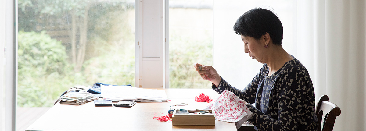 いからしさとみさん(前編)|伝統柄を中心とした刺し子の作品集『刺し子の手しごと』。その持ち味は、なんといっても連続模様の美しさと全体の優美さ。
