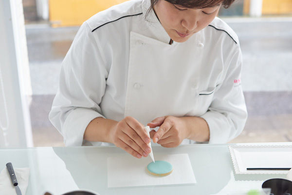 森ゆきこさん(前編)|スイーツファンをとりこにした『アイシングクッキー&カップケーキの本』を出版して7年。今や数々のケーキデコレーションコースを教える人気スクールに。