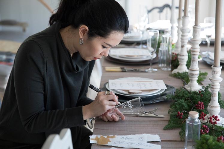 カリグラフィーでクリスマス!(後編)|手書きのメニューやネームカードで盛り上がる、テーブルスタイリングのアイデア 講師:ヴェロニカ・ハリムさん(Veronica Halim Calligraphy)