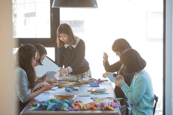 つくりら主催ワークショップ開催レポート(前編)|刺繍作家・annas・川畑杏奈さんの紙刺繍のミニノートづくり