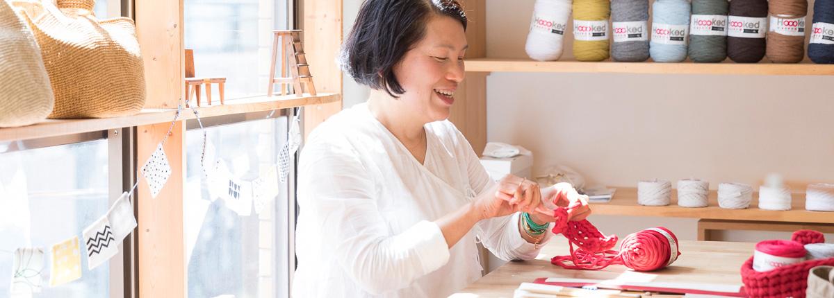 青木恵理子さん(前編)|太いから早く編める。ズパゲッティの糸が編み物を始めるきっかけや入り口になったら、すごくいいこと!