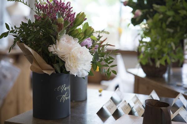 花とカリグラフィー(前編)|華やかな芍薬ブーケとともに伝えたい言葉を綴る。世界でひとつのとっておきボックス