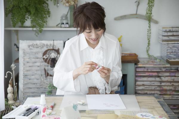 田口奈津子さん(前編)|アナログな手法だからこそ惹きつけられる繊細なテクスチャー。重ね押しで魅せる!消しゴムはんこの世界