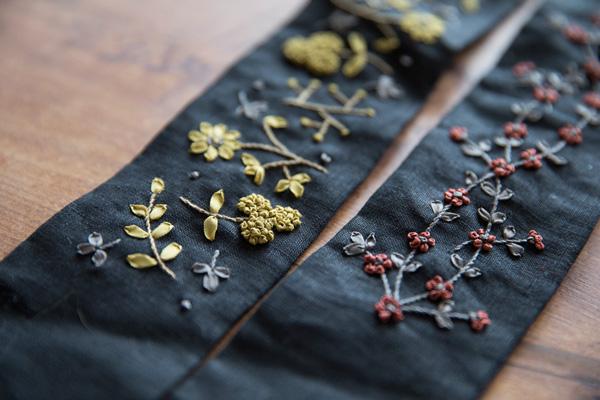 おしゃれな花刺繍に出会える。「小さな草花でいろどる リボン刺繡&小物たち 出版記念作品展」 2018.6.15(Fri)-19(Tue) 東京