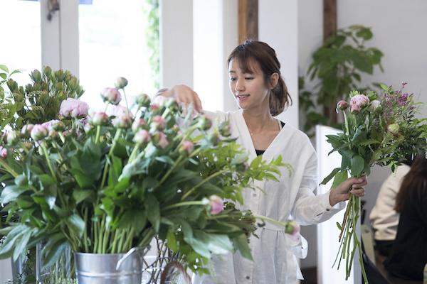 花とカリグラフィー(後編)|芍薬と季節の草花で彩るブーケ。つぼみから満開、散り際までの美しくも儚いストーリー。