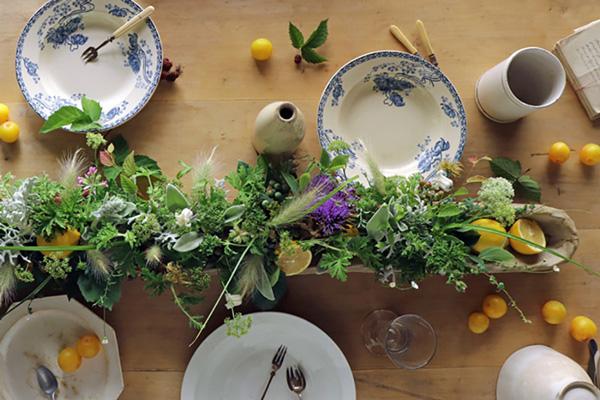 花とアンティークと 第12回 (後編)最終回|ハーブのベスト3は、ミント、ローズマリー、ゼラニウム。抜群に香りがいいので花束やアレンジにおすすめです。