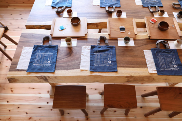 絹糸で刺繍する(後編)|伝統ある160色の絹糸でatsumiさんが描きだす、ぬりえのように自由な刺繍