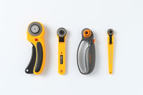 第4回 布を切る道具(後編)|ロータリーカッターは、厚い生地や直線には直径45㎜、袖ぐり、衿ぐりのカーブには28㎜が便利です。