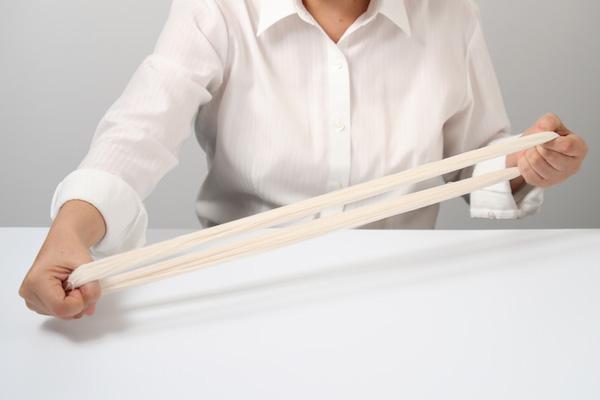 第6回 しつけ糸としつけの方法(前編)|1本持つなら、カセの綿しつけ糸「しろも」がダンゼンおすすめ。同じ長さに揃えておけば作業もはかどります。