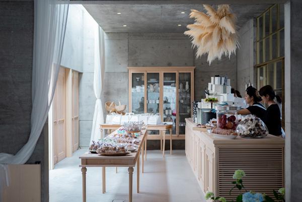 晴代さんのシンプル生活のつくり方。第4回(後編)|どこを切り取っても絵になる! お菓子と建物が一体となった「GATEAU MAMAN」の心地よい空間。