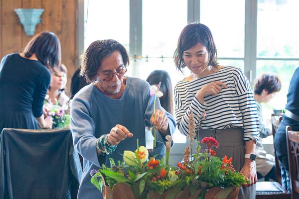 つくりら文化祭*ワークショップレポート04 | 可憐な花もワイルドな植物も堪能!フラワーノリタケさんのツインボックス&ロングバスケットのアレンジメント。