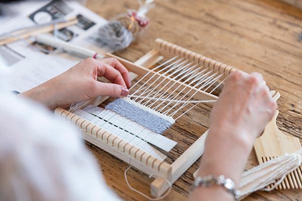 つくりら文化祭*ワークショップレポート13 | 1本の糸が布になる面白さを体験! 手織り作家・ichi.coさんのキリムコースターとギャッベづくり