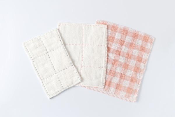 第12回 雑巾の話(前編)|雑巾は手になじむ手縫いがおすすめ。しぼりやすい輪っかタイプやカラフルな刺繍糸の布巾などは掃除も楽しくなります。