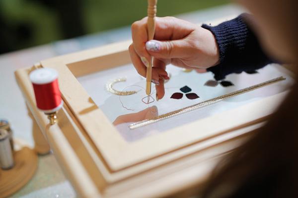 オートクチュール刺繍で愉しむ「アジサイのピンブローチ」ワークショップ 4.5(Fri)、4.6(Sat)京都