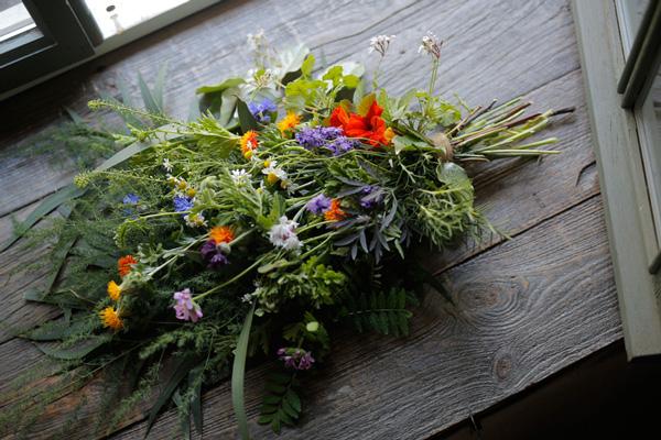 二十四節気 暦のレシピ 第4話 小満|草花の香り漂う「ベニバナ入りハーブスワッグ」