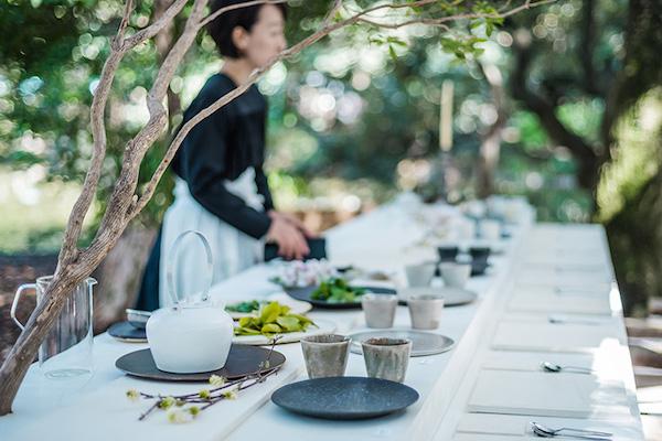 晴代さんのシンプル生活のつくり方。第11回(前編)|出展作家の器でいただける!静岡手創り市の小さなお茶会「薬草喫茶」。