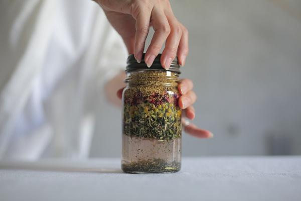 二十四節気 暦のレシピ 第11 話 白露|秋の身体を整えるハーブチンキ