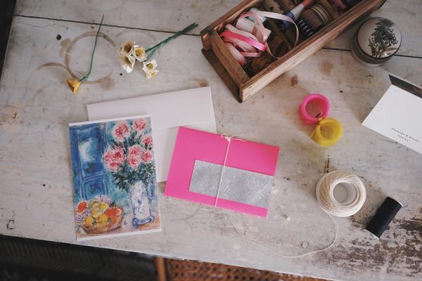 特別な便箋やカードがなくても、封を開けるときにワクワクするお手紙のラッピングとは?|Favorite things 第5話(後編)