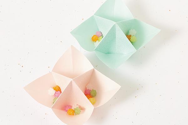 食卓の彩りに 折り紙でつくる花と星のお皿