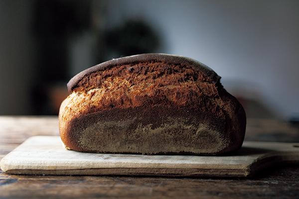 予約必至の大人気パンで休日の朝食を ロシアの黒パン