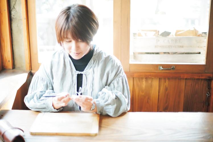 HUTTE.加藤絵利子さん(前編)|シンプルだからこそみなぎる瑞々しさ! 生命力あふれる植物の姿をそのまま手彫りのスタンプに