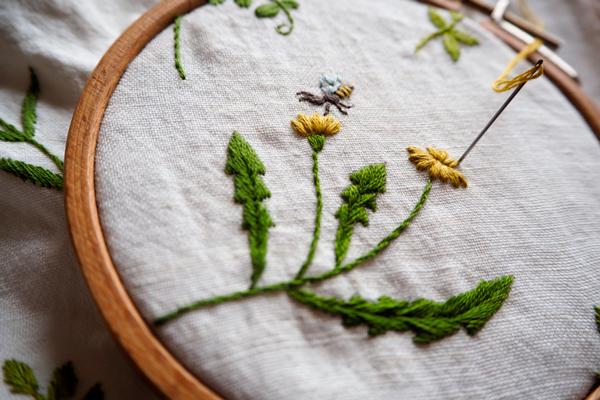 植物刺繍と季節のお話 第1話(後編) 小さな春の道草バッグ