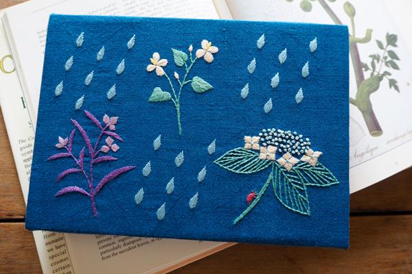 植物刺繍と季節のお話 第3話(後編)| 「雨粒と6月の植物」の刺繍パネル