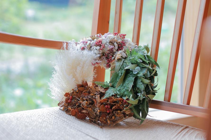 『二十四節気 暦のレシピ』出版記念企画。春夏秋冬を表した「クワトロリース」の「輪」を広げます