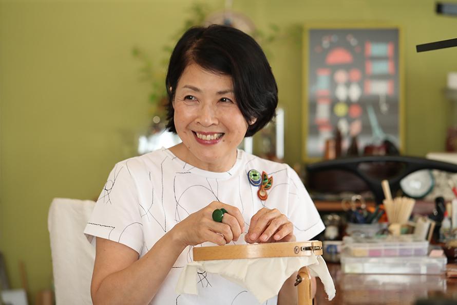 イギリスの伝統刺繍をオンラインでレクチャー。刺繍作家・倉富喜美代さんのゴールドワークの世界