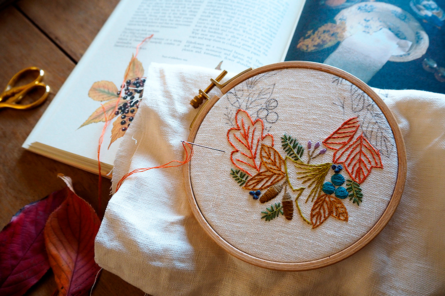 植物刺繍と季節のお話 第8話(前編)|秋の葉のリース