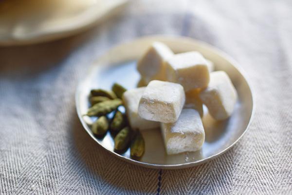 ホワイトチョコの甘さに カルダモンの香りの魔法|大雪その2