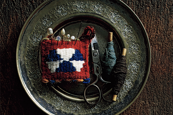 キリムのピンクッション|アシュク べ ビルレッシム
