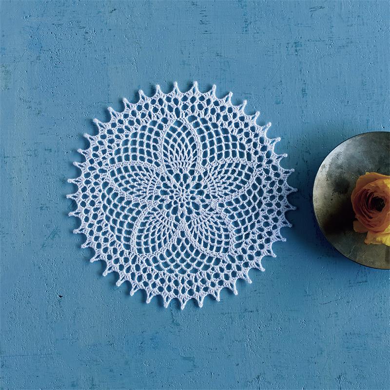 5弁の花のドイリー『パイナップルレース編みの小さなドイリー』より